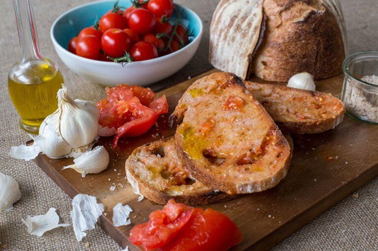Tomato_Bread_02-1050x699-768x511